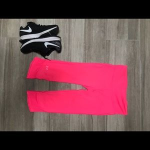"UnderArmour heat gear""She's a Fighter""Capri tights"
